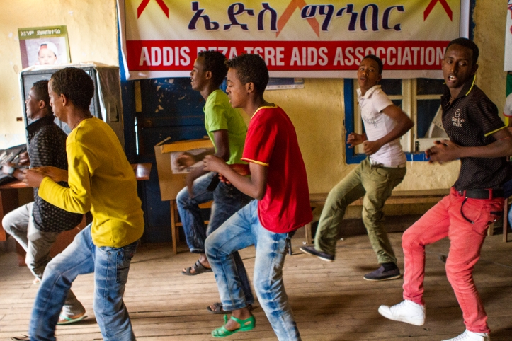 The troupe practising their dance moves. Photo credit: duckrabbit / International HIV/AIDS Alliance.