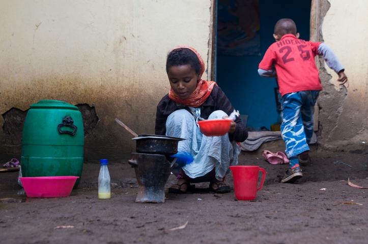 Momina making breakfast for Rapira. Photo credit: Benjamin Chesterton\duckrabbit\International HIV/AIDS Alliance